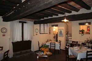 Dettagli Enoteca / Wine Bar Hostaria Giusti
