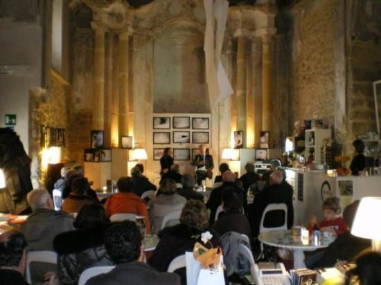 Dettagli Enoteca / Wine Bar Al Kenisa - Caffè letterario