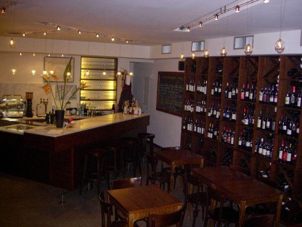 Enoteca wine bar enoteca bistrot uve e forme roma wine for Arredamento enoteca wine bar